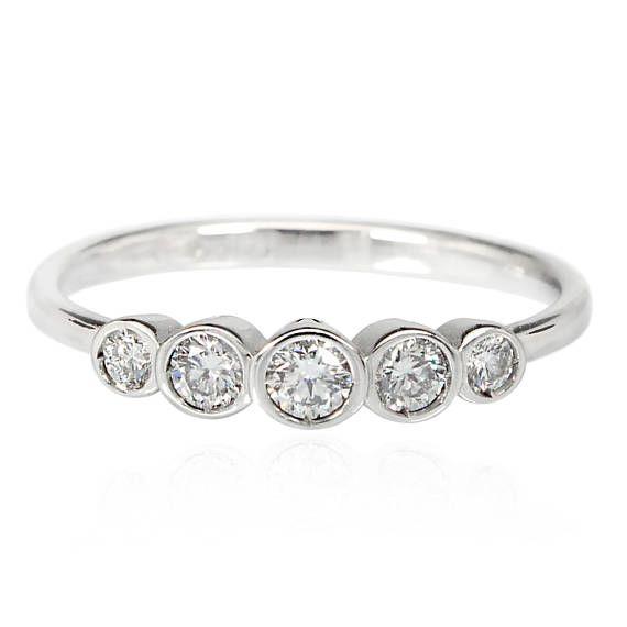 Anello con diamanti in oro bianco  anello di fidanzamento