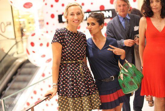 Louis Vuitton et Yayoi Kusama pop up store Printemps  Alexandra Golovanoff et Géraldine Nakache  Photo par Saskia Lawaks ©Vogue