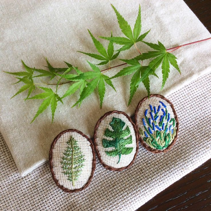 Embroidered brooches 3x4 cm #brooches #embroidery #handmade #japan #fern #polypodiophyta #monstera #embroideredbrooch