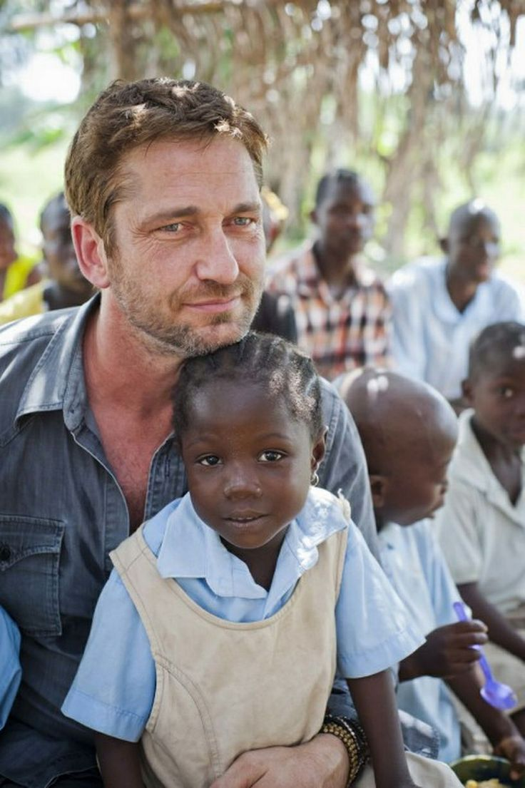Gerard Butler in Liberia. What a sweet photo. ❤️