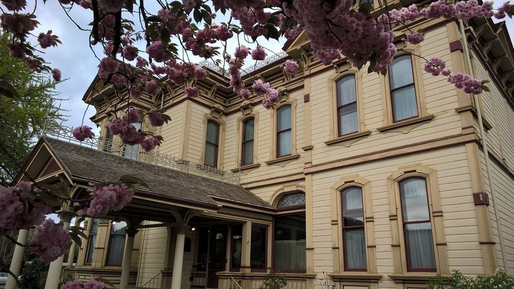 https://flic.kr/p/GrBdAX | Ezra Meeker Mansion | Belonging to the early Washington settler and Oregon Trail Pioneer who became a hops farmer in Puyallup, Washington.