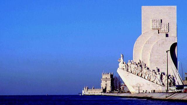Padrão dos Descobrimentos adalah sebuah monumen yang terletak di tepi sungai Tangus, Lisbon, Portugal. Monumen ini dibangun untuk merayakan penemuan dan eksplorasi Portugis pada abad ke 15 dan 16.