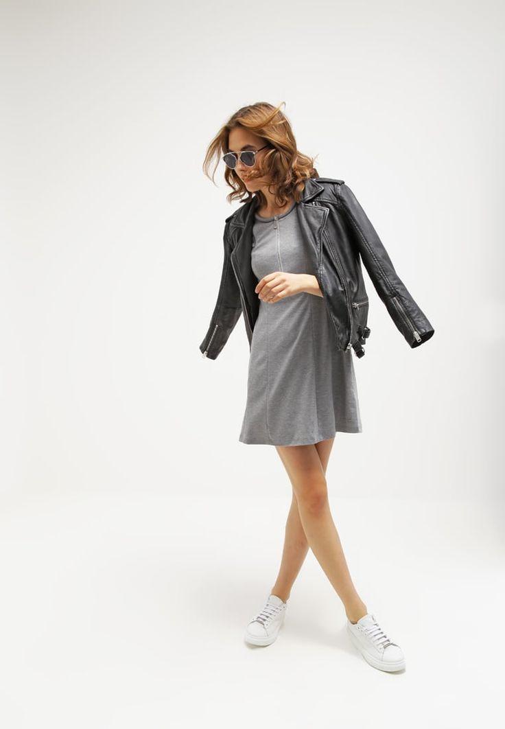 ¡Cómpralo ya!. Calvin Klein Jeans ROZALI Vestido ligero grey. Calvin Klein Jeans ROZALI Vestido ligero grey Ofertas   | Material exterior: 77% poliéster, 19% viscosa, 4% elastano | Ofertas ¡Haz tu pedido   y disfruta de gastos de enví-o gratuitos! , vestidoinformal, casual, informales, informal, day, kleidcasual, vestidoinformal, robeinformelle, vestitoinformale, día. Vestido informal  de mujer color gris de Calvin klein jeans.