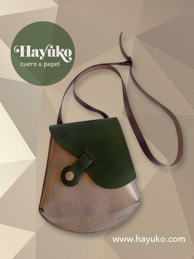 BOLSO VERDE TERMINADO Bolso verde con estampado terminado. Green bag with a finished print. www.hayuko.com  www.facebook.com/hayukocueroypapel  google.com/+HayukoCueroyPapel