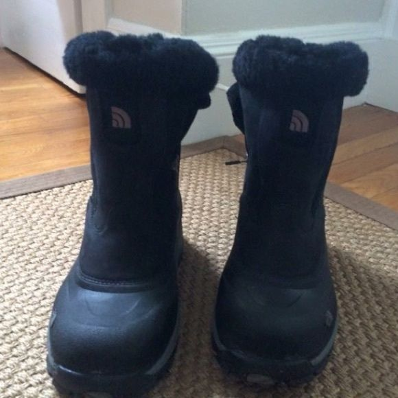 Northface ladies winter boots size 9.5 Winter boots North Face Shoes Winter & Rain Boots