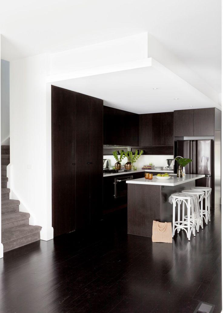 Glamorous monochrome kitchen with gleaming style