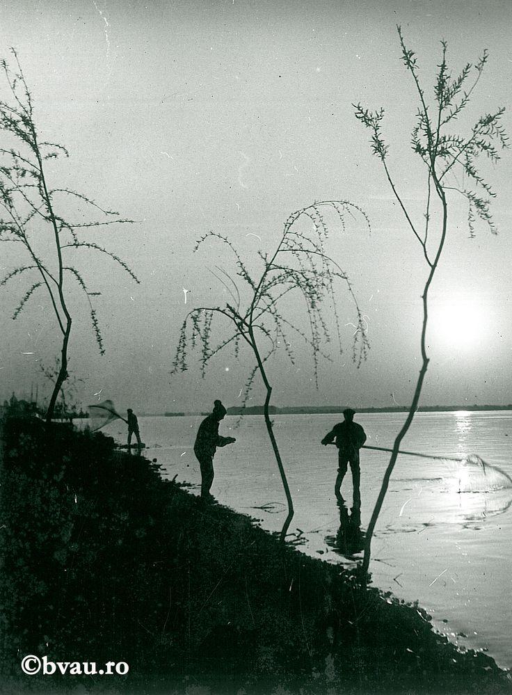 """Galați : Pescarii Dunării / Năstase Marin .- Galaţi, 1971. Imagine din colecțiile Bibliotecii """"V.A. Urechia"""" Galați."""