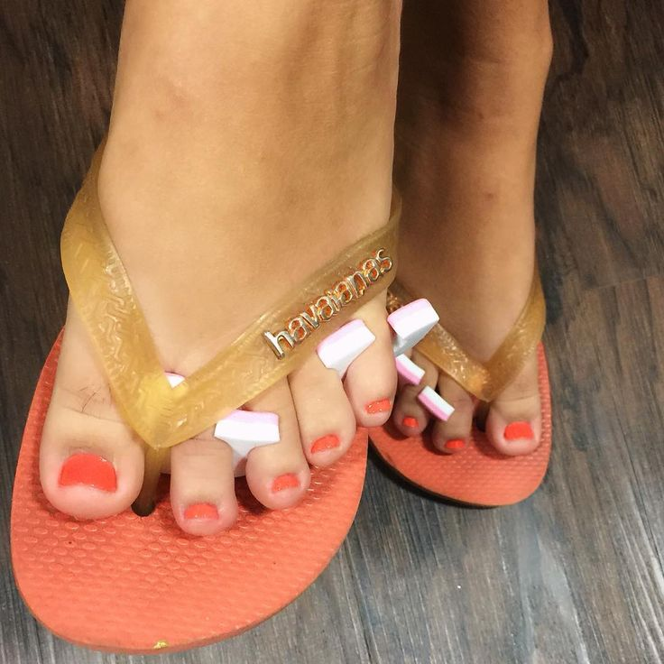 Pedicure in paradise #pedicure#feet#flipflops#margaitaville#hollywoodbeachfl#margaritavillehollywoodbeachresort#stsomewherespa#maragritavillenailsbylilly#pedicure#relax nails by lilly come see me Sunday Monday Tuesday 10am - 5pm