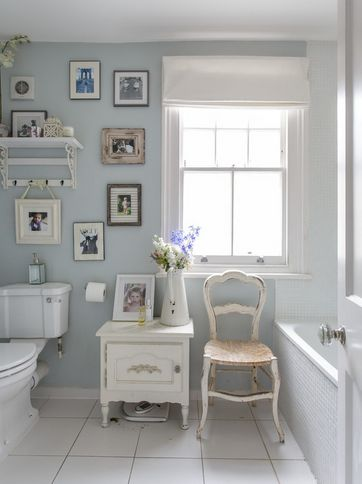 It doesn't take much to create an awesome shabby chic look in your bathroom.