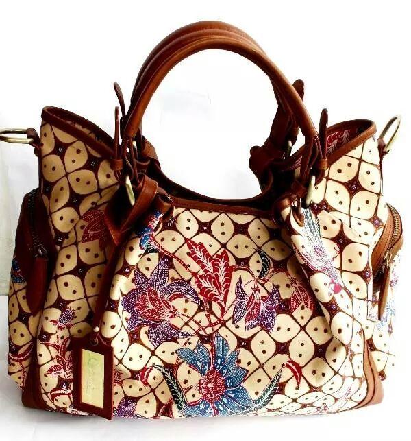 An elegant bag wih premium cow leather. Adik bayi handwriting batik. Zipper Closure and Suede lining. #bag #batik #fashion #indonesia