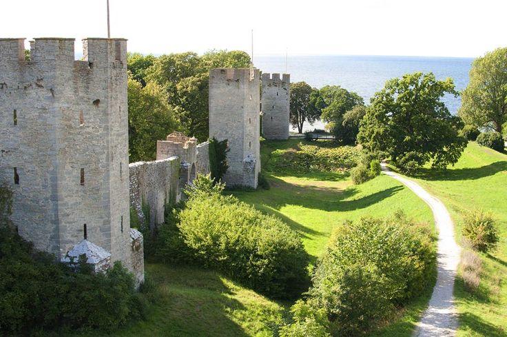 Ringmuren i Visby ringlar sig runt staden på Gotland.