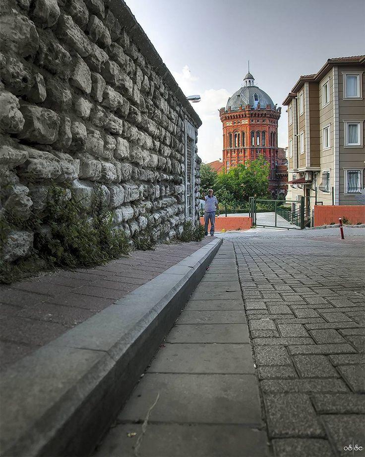 Balat'sız bir İstanbul düşünemiyorum.  Hayırlı akşamlar  ... .. . #balat #fenerrumlisesi #fatih #istanbul #türkiye #turkey #instagram