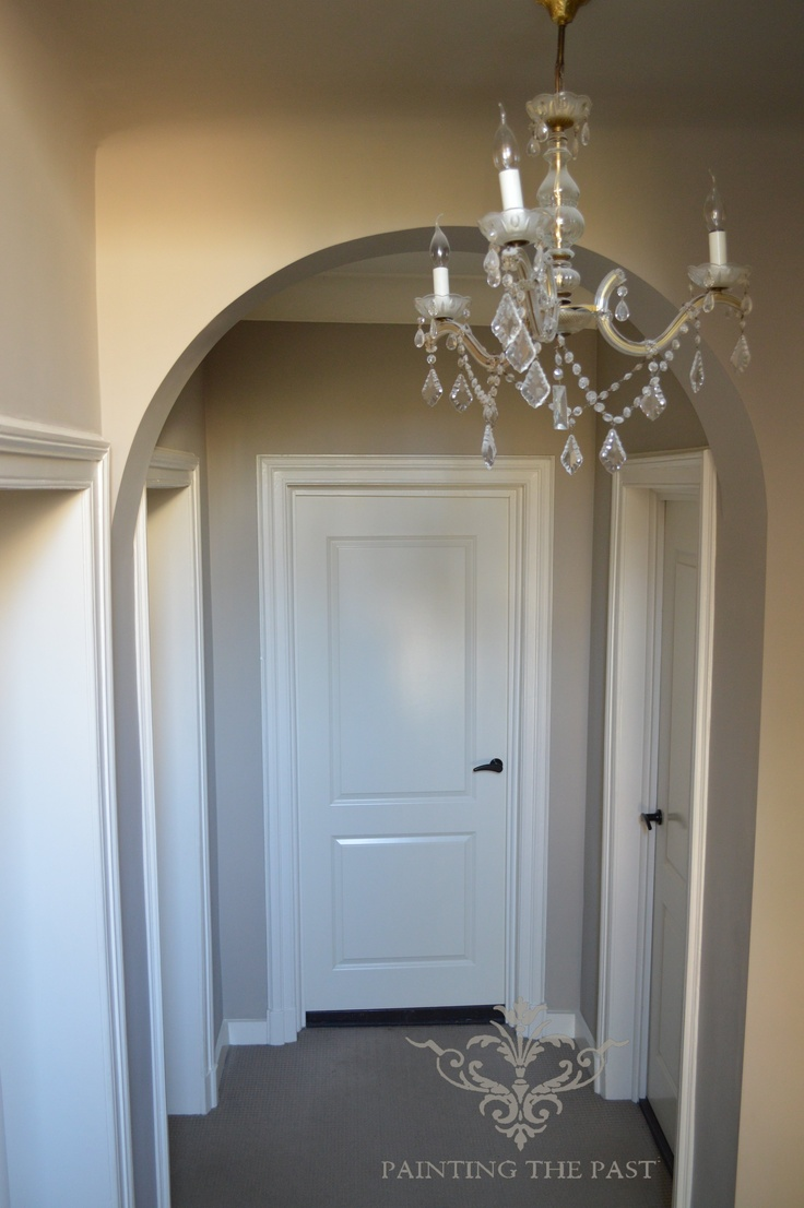 Khaki wallcolour. Doors Historical white eggshell. By Painting the Past