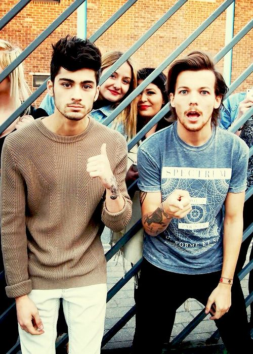 You don't understand how happy it makes me that Zouis took fan pictures xx