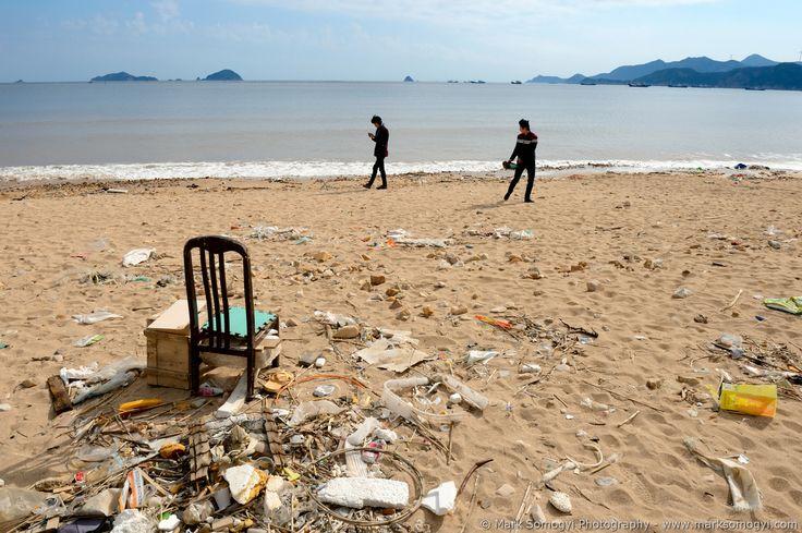 Humán tájkép / Human Langscape / Paysage humain (China / Fujian) © Mark Somogyi Photography - www.marksomogyi.com #china #fujian #seascape #environment #recycling