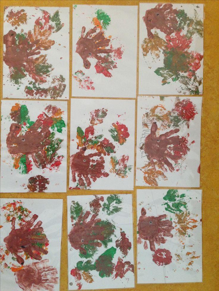 Herbstbild Igel und Blätterdruck mit Kindern