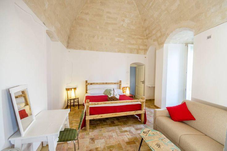 Bed & Breakfast a Matera, Italia. L'Albero di Eliana è un bed and breakfast eco-friendly nel cuore dei Sassi di Matera. Qui troverai un angolo perfetto per rilassarti in un ambiente accogliente, creativo e naturale.   Qui troverai un bel mix di innovazione e tradizione, tra le alt...