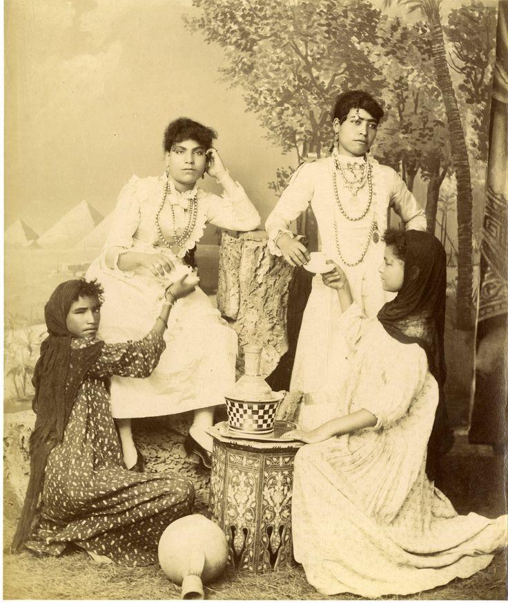 Egypte, Jeunes femmes arabes     #Afrique_Africa #Egypte