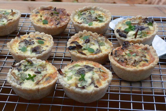 Celebration Treats 4U: Pienet suppilovahvero-pekonipiiraat muffinsipellillä