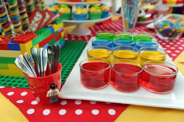El tema LEGO es ideal para fiestas de varones! Muy versátil, colorido y de sus juegos favoritos!