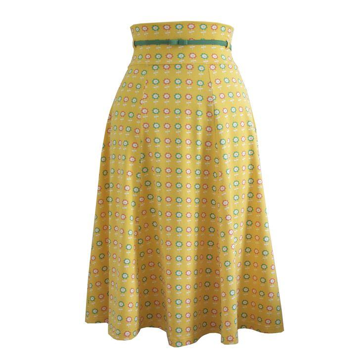 Sunnia; jaren '50 rok met bloemen. Zo geweldig voor deze zomer met een gele bikini van Mama Maria.  Nu voor: € 75,- via www.radijsje.nl