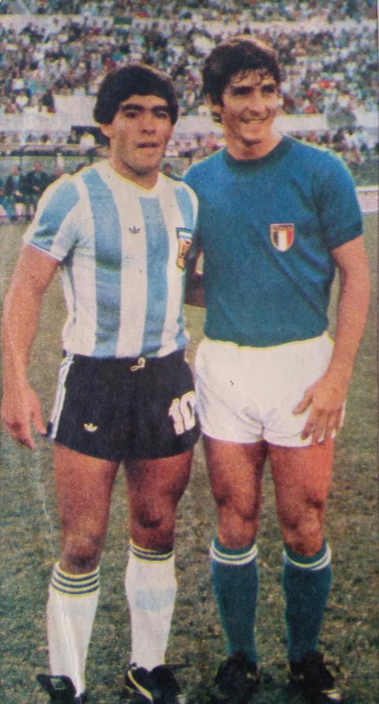 Diego Maradona 1979: #Maradona junto a Paolo Rossi (@PablitoRossi) cc @MaradonaPICS