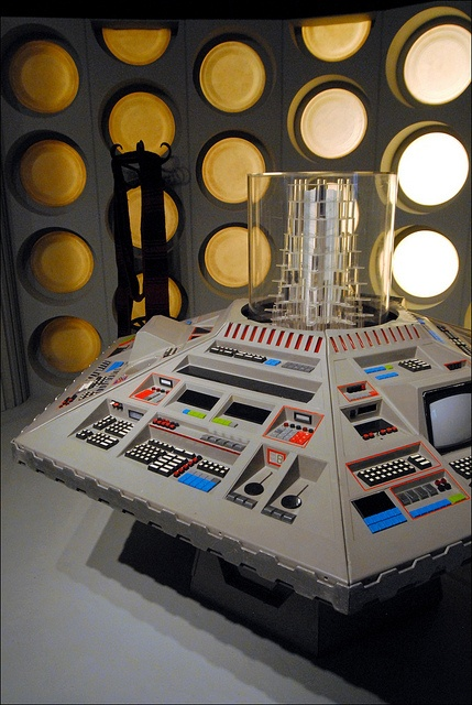 console by kentsmudger, via Flickr