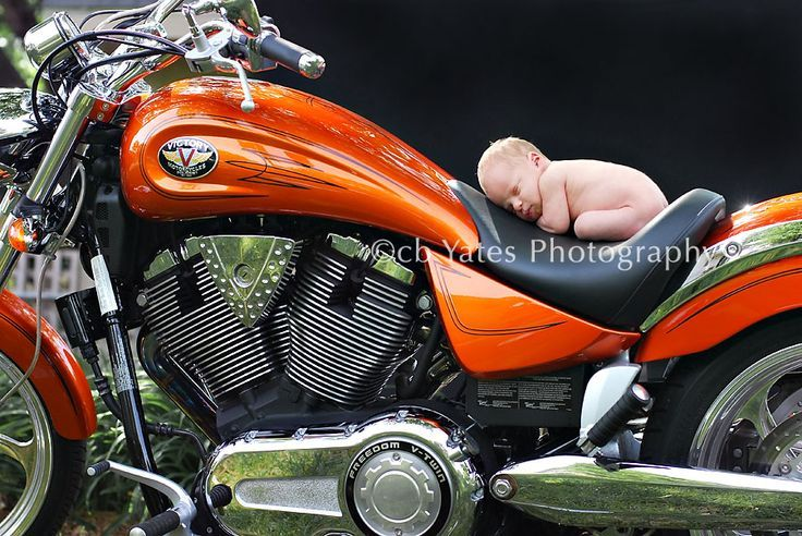 Neugeborene Motorradfotografie   – Baby Photography –   #Baby #Motorradfotografi…