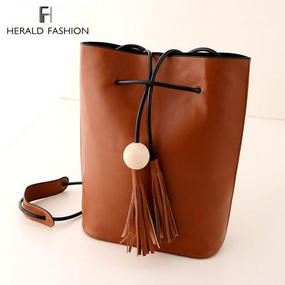 Vintage Tassel Bucket Bag For Women Fringe White Ball Female Messenger Bag Shoulder Bag String Casual PU Leather Women Handbag