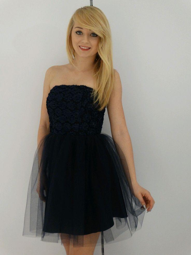 Granatowa wieczorowa sukienka z tiulem