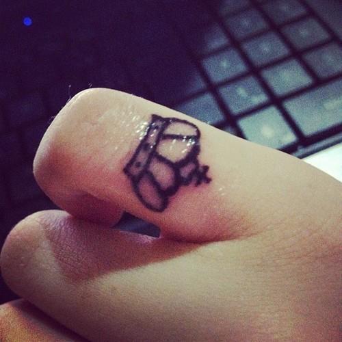Cute small crown tattoo. | ṭѧṭṭєԀ ȗp! | Pinterest