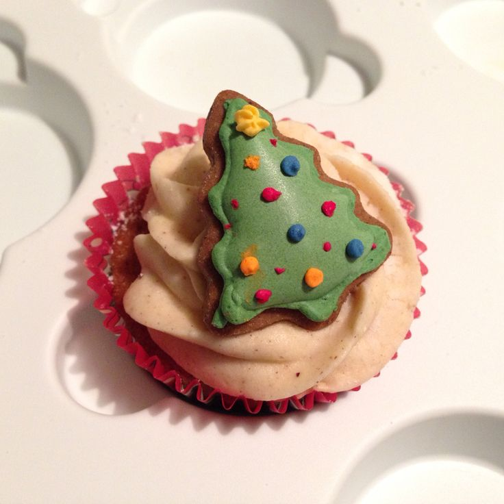 Yummy Christmas Cupcakes Gingerbread flavoured cupcake with nutmeg & cinnamon flavoured cream tree icing, topped with a cute little gingerbread Christmas Tree, yum!! Dec 2014