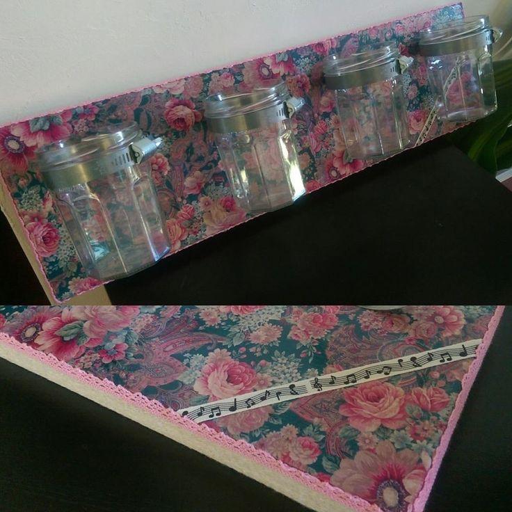 Pots à crayons sur planche bois avec fixations murales : Accessoires de maison par lescapricesdeclementine