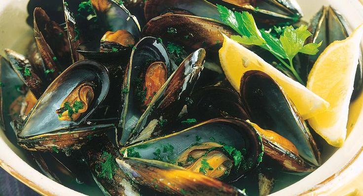 La nostra proposta di cucina parte da un patrimonio di antichi sapori, per recuperare tradizioni destinate a lasciare il segno nel palato e nel cuore.   www.hotelnapoleon.org