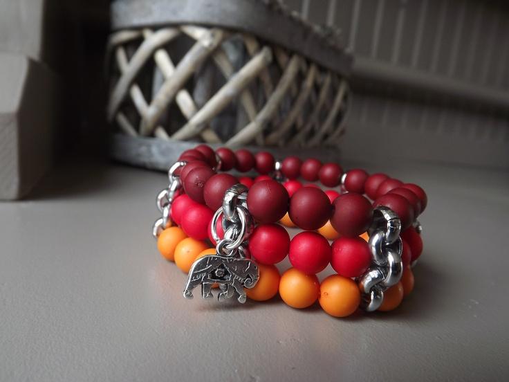 Armbandenset Afrika, warme kleuren en een bedel van een olifant. Samen voor 5 euro. Pedicure Praktijk Leersum of online: www.mijnwebwinkel.nl/winkel/voetsier/