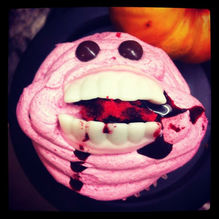 Eat, drink and be scary! Cupcake Strawberry!