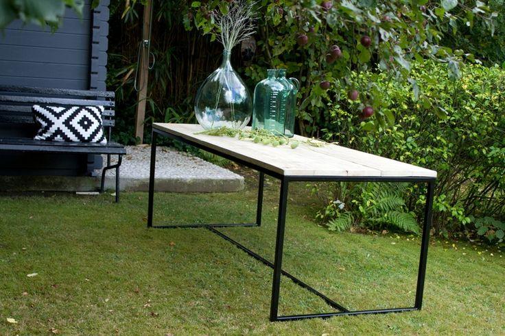 Tische - Gartentisch aus Bauholz mit Untergestell aus Stahl - ein Designerstück von purewooddesign bei DaWanda