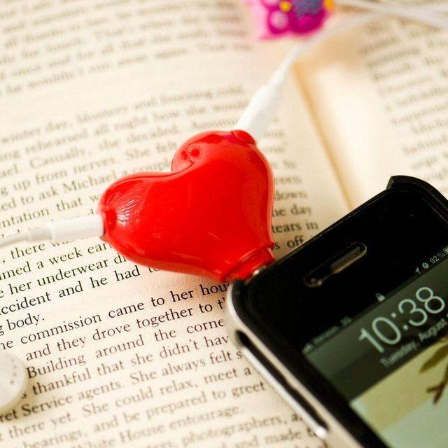Con este divino adaptador en forma de corazón compartirán las mejores baladas románticas pero no los auriculares. Podrán disfrutar la música todavía más!