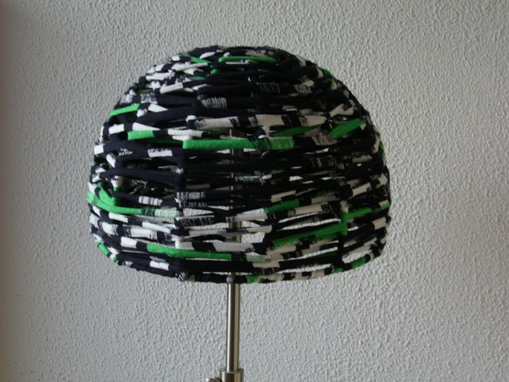 Lampshade with weaven textielyarn.