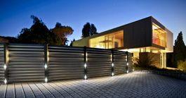 Bambuszaun mit Beleuchtung