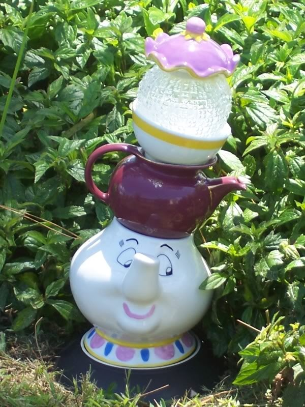 Mrs. Potts garden decor!: Gardens Ideas, Gardens Totems, Teapots Gardens, Disney Theme Gardens, Gardens Art, Teapots Totems, Disney Gardens Decor, Things Disney, Potts Teapots