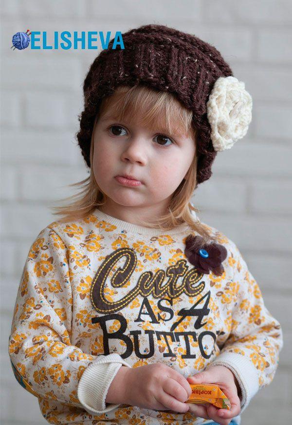 Объёмная, гламурная шапочка с цветком для девочки вязаная спицами