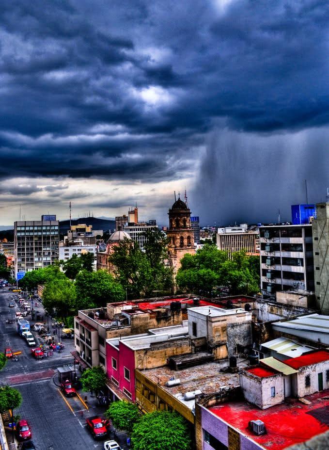 Guadalajara look at the shower curtain of water!!