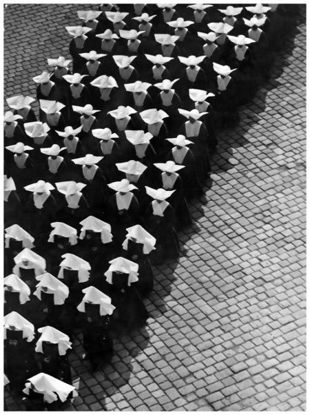 Martin Munkacsi Procession, Ernö Vadas, Budapest, 1934