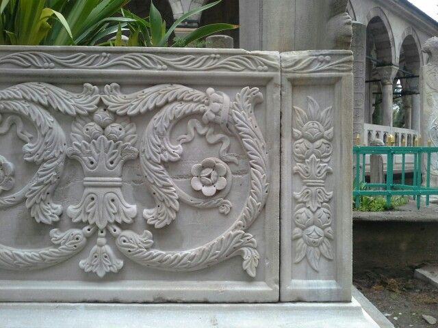 Mezar taşından detay