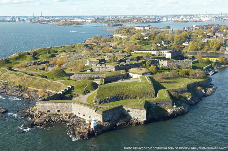 In Helsinki, you should visit Suomenlinna, a picturesque island only a few kilometers from the center of Helsinki. You can easily reach the island by ferry in just 15 minutes from the market square. In 1991, Suomenlinna was added to the UNESCO World heritage list as a unique monument of military architecture. Upon arrival, the time will stop, you only see the sky, the sea and nature around you.