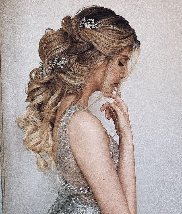 If You Are Hair Salon Bridal Salon Show Room Or Studio And Would Be Interested To Host M Wedding Hairstyles For Long Hair Long Hair Styles Wedding Hairstyles
