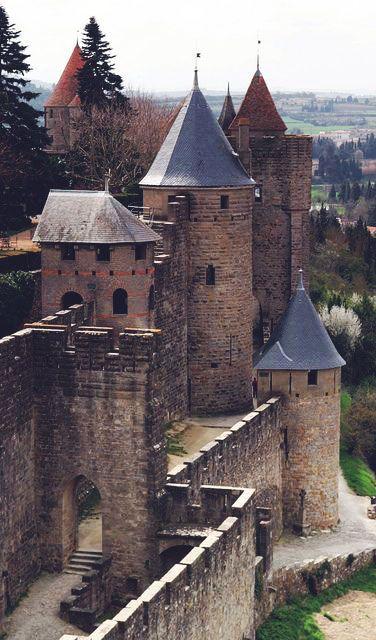 défenses extérieures du Château Comtal et les murs de la ville de Carcassonne, France