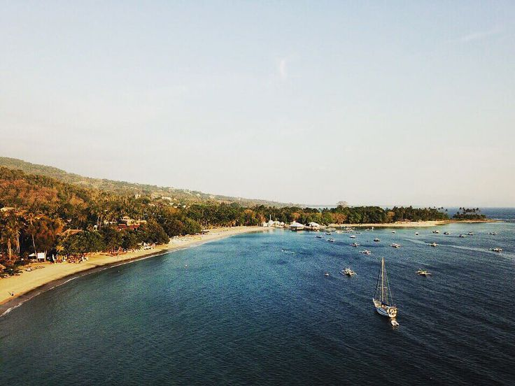 Senggigi Beach view from a high angle as if seen by a bird in flight..  @aveganfromindia #sheraton #marriott #spglife #lombok