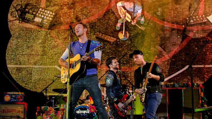 <3  <3  <3  Can't get this song out of my head !!!   Coldplay - Hymn For The Weekend (Radio 1's Big Weekend 2016)